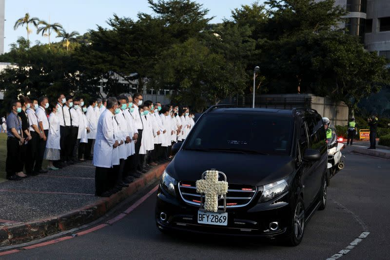 A hearse with former Taiwan President Lee Teng-hui's casket makes its way to a private cremation in Taipei