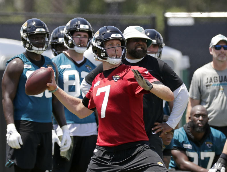 Jacksonville Jaguars quarterback Nick Foles (7) looks for a receiver during an NFL football practice, Tuesday, May 21, 2019, in Jacksonville, Fla. (AP Photo/John Raoux)