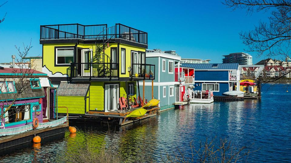 houseboats on the water