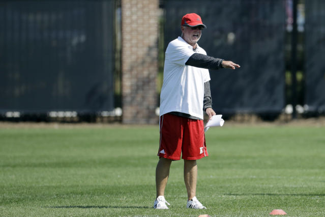 Rutgers offensive coordinator Jerry Kill talks to his team during college football practice, Thursday, Aug. 10, 2017, in Piscataway, N.J. (AP Photo/Julio Cortez)