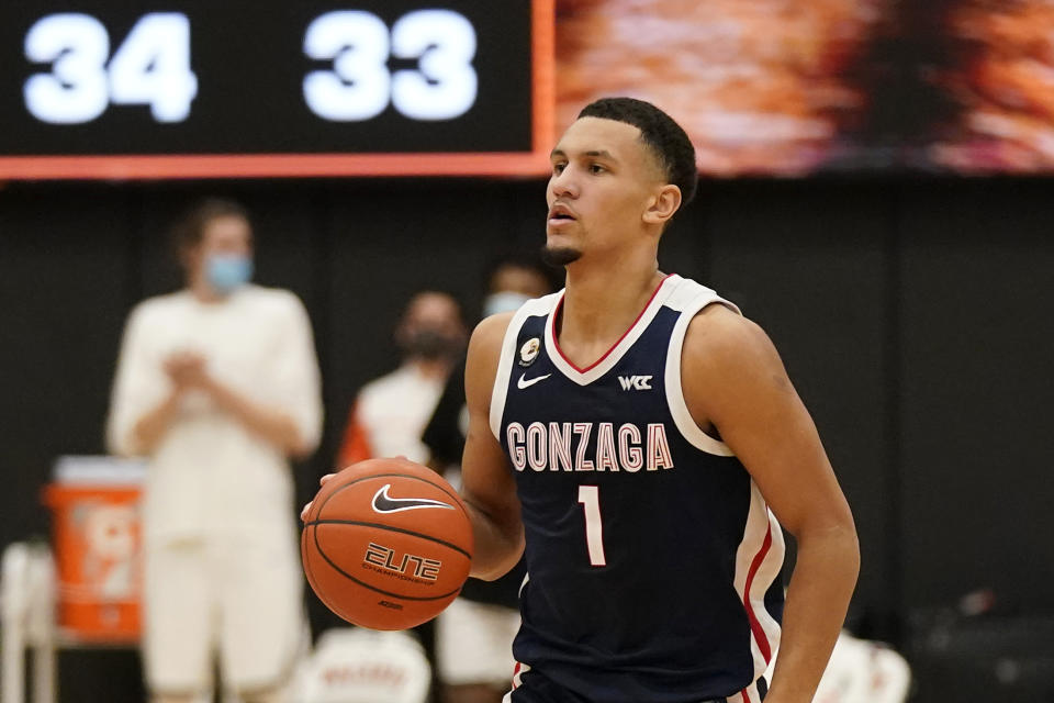 Jalen Suggs with the ball in his hands during a game.