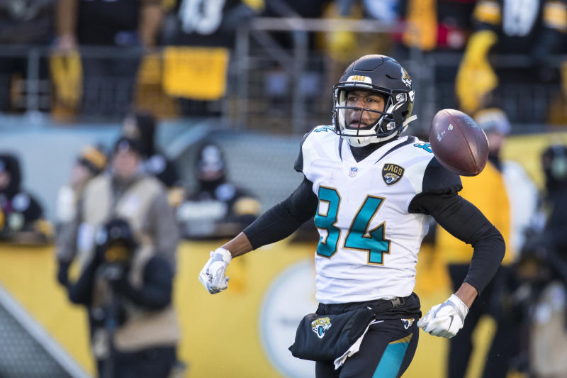 Jaguars add DE Campbell to injury report with knee soreness