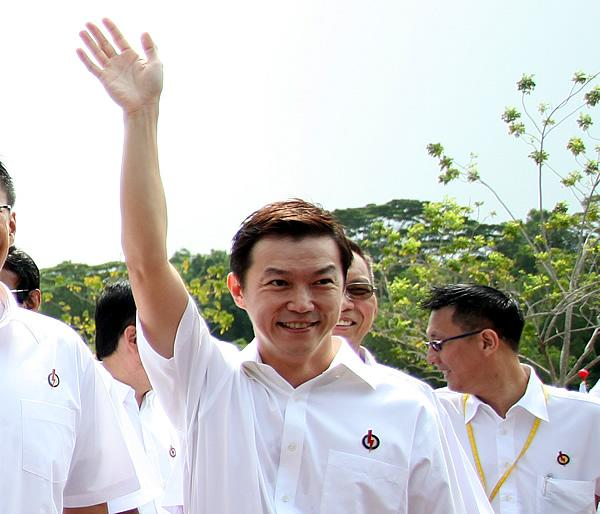 Lim Wee Kiak defends ministerial salaries. (Yahoo! photo)