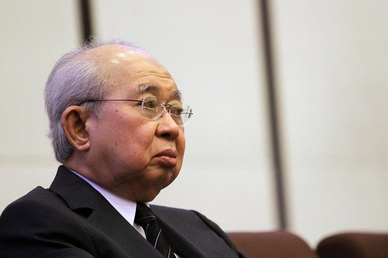 Tengku Razaleigh Hamzah hits out at a minister for threatening to blacklist GLCs for funding Bersih 5 rally. — Picture by Yusof Mat Isa