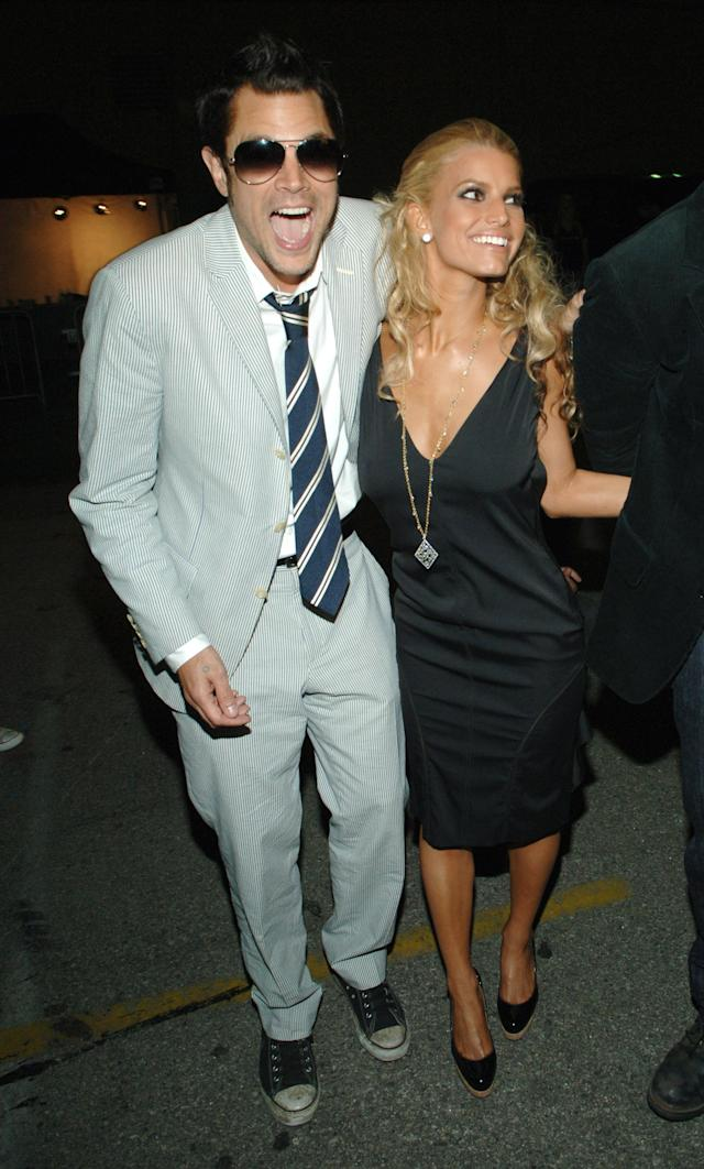 Johnny Knoxville and Jessica Simpson at the Shrine Auditorium in 2005 (Photo: Kevin Mazur/WireImage)