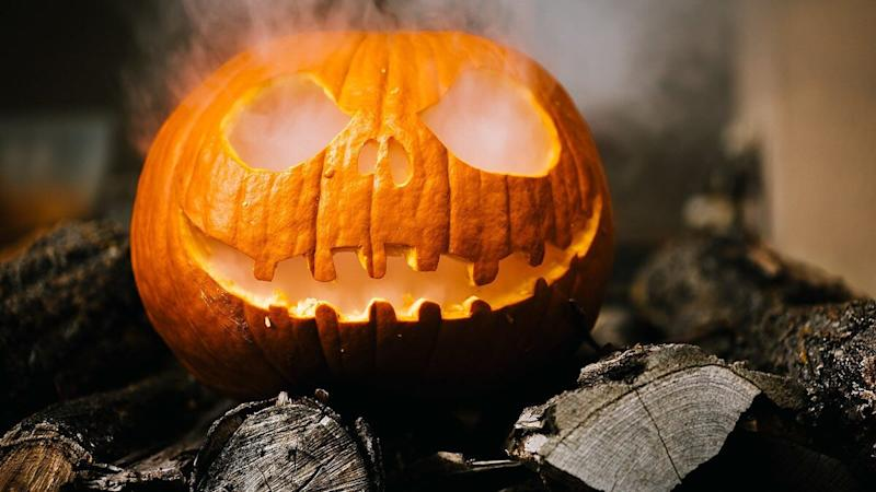 How to Trick or Treat Safely? From Ditching Candy Bowls to Wearing Halloween 2020 Themed Masks, 6 Ways to Make the Tradition Safer!