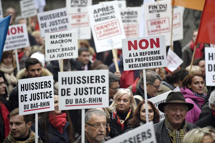Demonstrators protest against the project of French Economy and Industry minister Emmanuel Macron, on December 10, 2014 in Paris (AFP Photo/Martin Bureau)