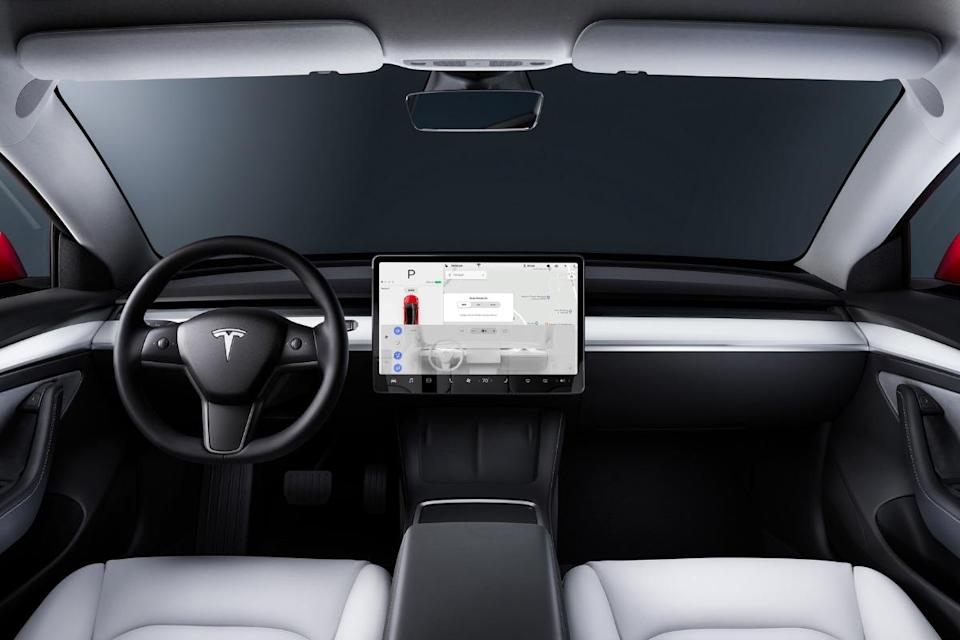 A small camera placed above the rearview mirror will be able to film what is happening inside the Tesla Model 3.