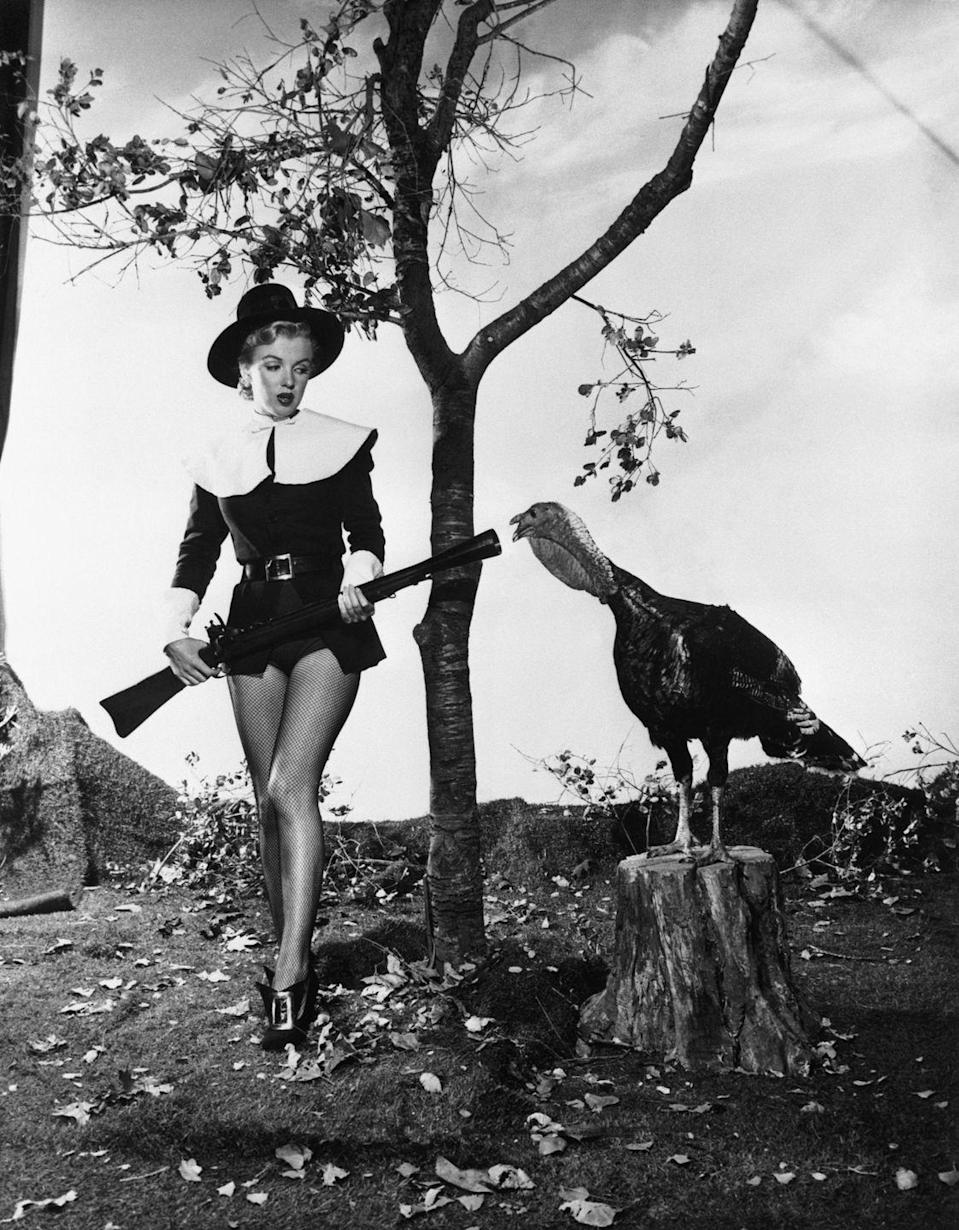 <p>American bombshell and actress Marilyn Monroe poses as a pilgrim next to live turkey for a Thanksgiving-themed photoshoot in 1950.</p>