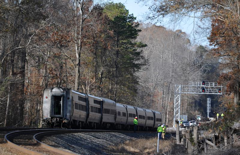 Amtrak Crescent with 218 aboard derails in SC