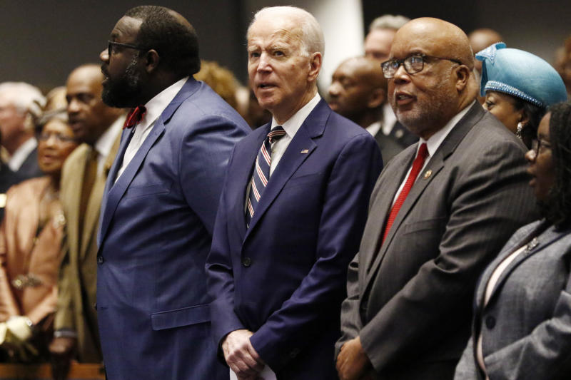 Democratic presidential candidate and former Vice President Joe Biden, center, and U.S. Rep. Bennie Thompson, D-Miss., sing during services at New Hope Baptist Church, Sunday, March 8, 2020, in Jackson, Miss. (AP Photo/Rogelio V. Solis)
