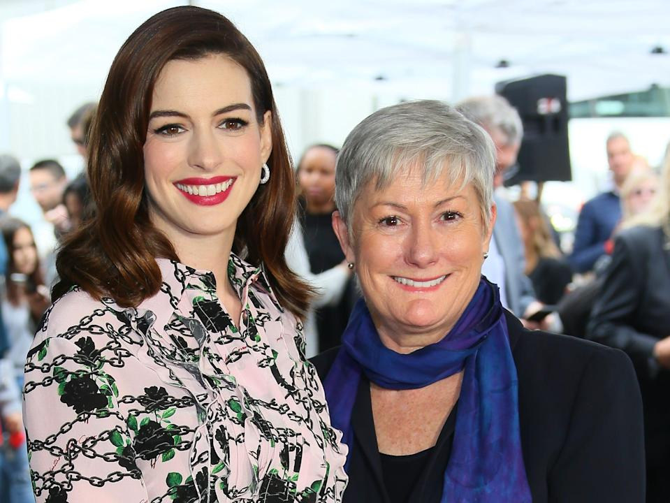 Anne hathaway and her mom