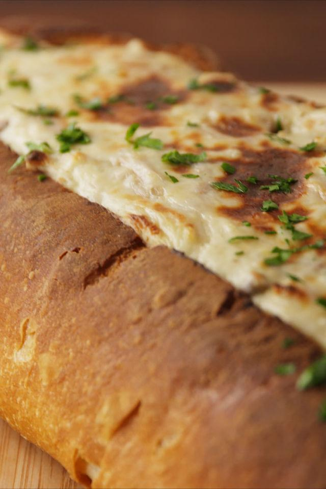 """<p><span>You'll want to sail away in this chicken alfredo bread boat.<br></span></p><p><span>Get the recipe from <a rel=""""nofollow"""" href=""""http://www.delish.com/cooking/recipe-ideas/recipes/a55883/chicken-alfredo-bread-boat-recipe/"""">Delish</a>.</span></p>"""