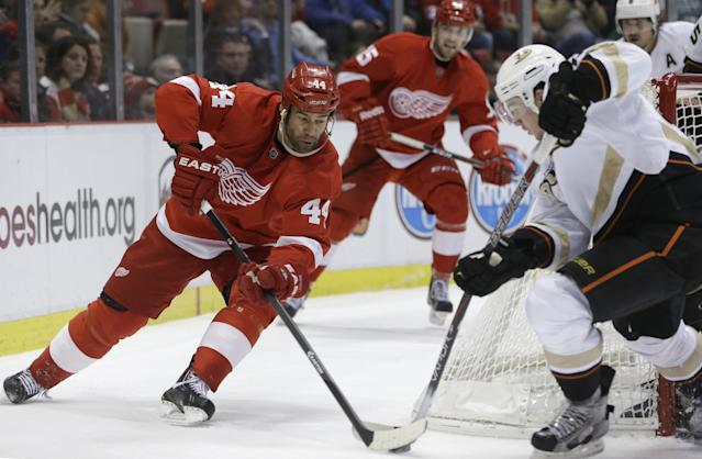 Detroit Red Wings right wing Todd Bertuzzi (44), defended by Anaheim Ducks defenseman Sami Vatanen, during the second period of an NHL hockey game in Detroit, Tuesday, Dec. 17, 2013. (AP Photo/Carlos Osorio)
