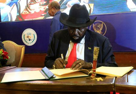 South Sudan's President Salva Kiir signs of a cease fire and power sharing agreement with South Sudan's rebel leader Riek Machar in Khartoum, Sudan August 5, 2018. REUTERS/Mohamed Nureldin Abdallah