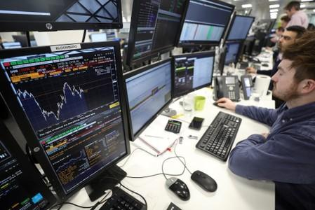 UK bluechips give up gains as sterling strengthens