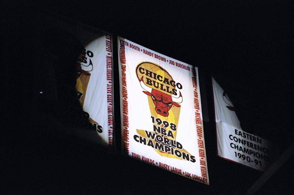 9 Feb 1999: A general view of the Chicago Bulls 1998 Championship Banner, as it is presented before the game against the Atlanta Hawks at the United Center in Chicago, Illinois. The Hawks defeated the Bulls 87-71.  Mandatory Credit: Jonathan Daniel  /Allsport