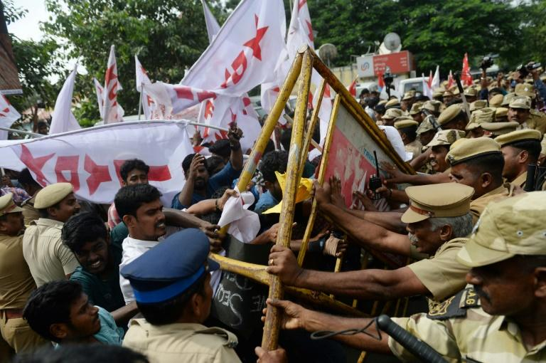 People argue with the police as they take part in a protest against India's new citizenship law in Chennai (AFP Photo/Arun SANKAR                        )