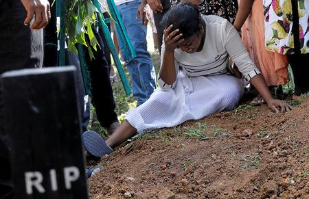 A woman reacts during a mass burial of victims, two days after a string of suicide bomb attacks on churches and luxury hotels across the island on Easter Sunday, in Colombo, Sri Lanka April 23, 2019. REUTERS/Dinuka Liyanawatte