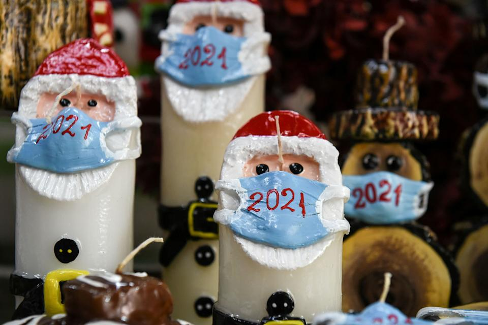 Christmas candles depicting Santa Claus wearing a protective mask are displayed at shop in Thessaloniki, Greece (Photo: Alexandros Avramidis / Reuters)