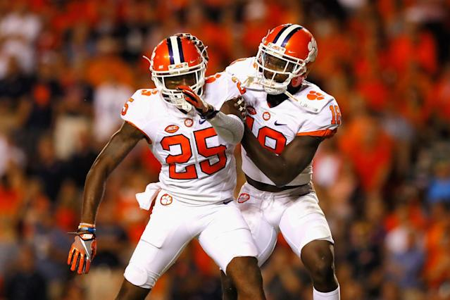 "S Jadar Johnson (R) and CB <a class=""link rapid-noclick-resp"" href=""/ncaaf/players/214362/"" data-ylk=""slk:Cordrea Tankersley"">Cordrea Tankersley</a> have been key pieces of Clemson's defense in 2016. (Getty)"