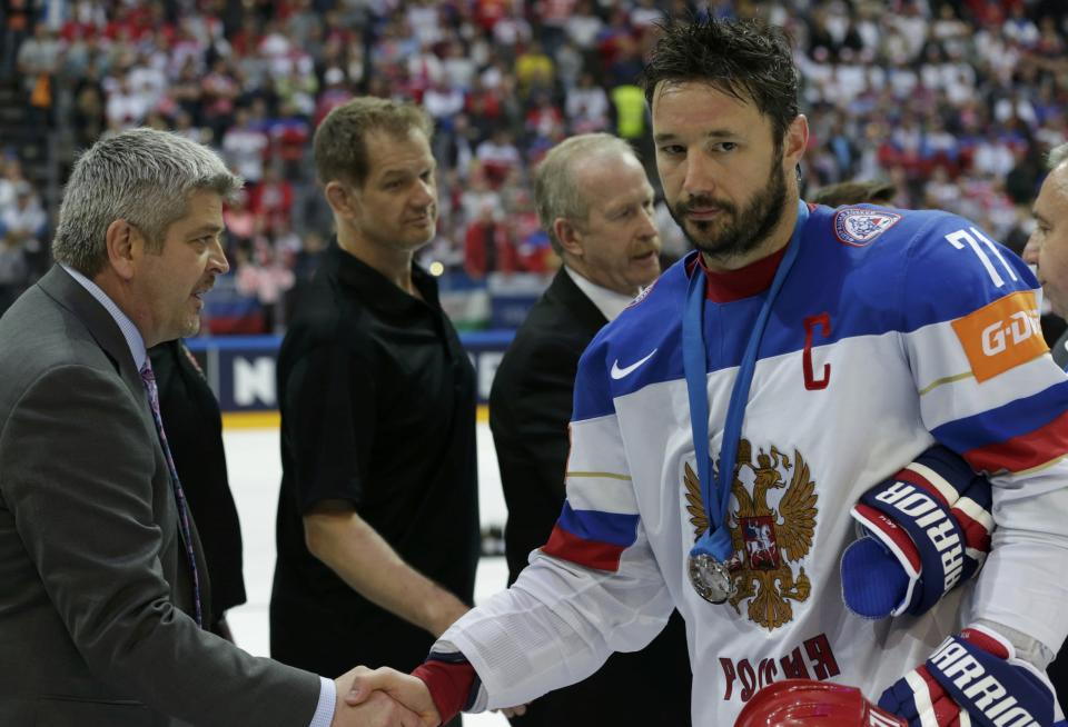 Canada's head coach Todd McLellan (L) shakes hand with Russia's Ilya Kovalchuk during the victory ceremony of the Ice Hockey World Championship final game at the O2 arena in Prague, Czech Republic May 17, 2015. REUTERS/David W Cerny