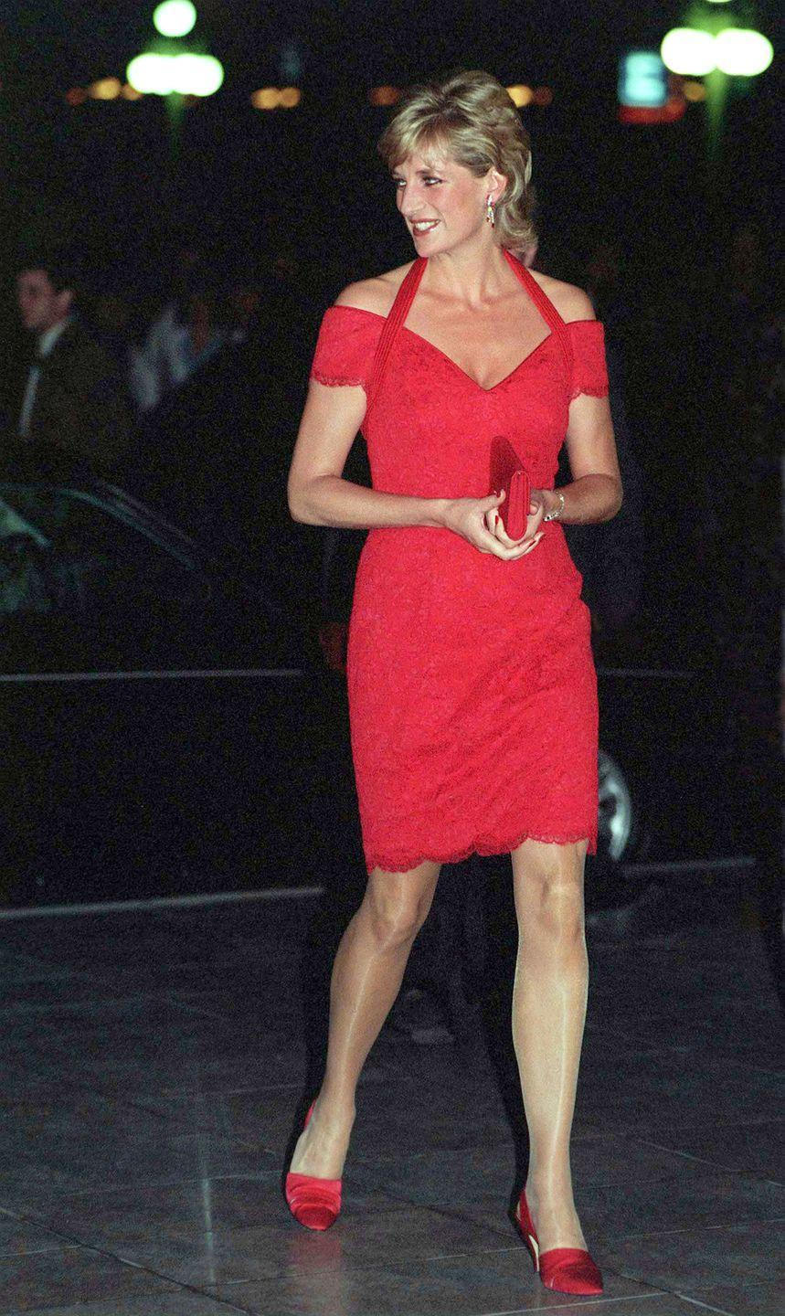<p>In a red dress and heels holding a matching clutch while out for dinner in Argentina. </p>