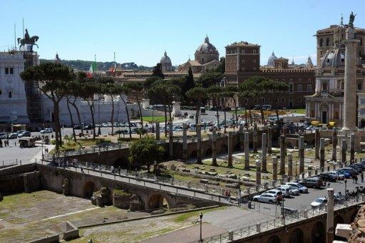 The Fiori Imperiali from the Trajan's Market (front) in Rome. Archaeological excavations in the 20th century returned the monument to a semblance of its original state by removing additions made over the centuries