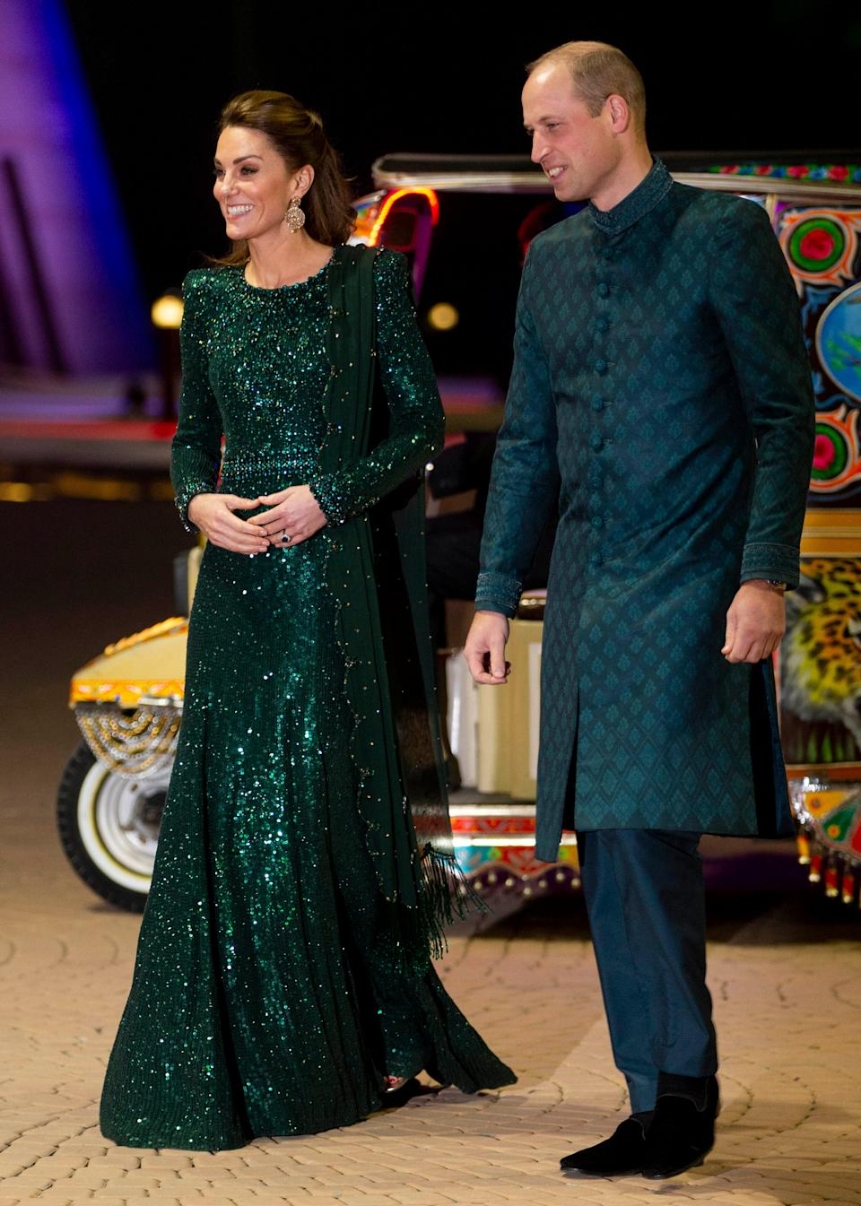 Kate and William matching Pakistan