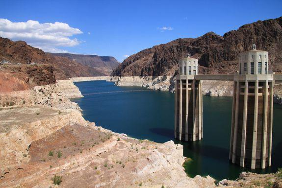 """Exceptionally low water levels in Lake Mead reveal a white """"bathtub ring."""""""