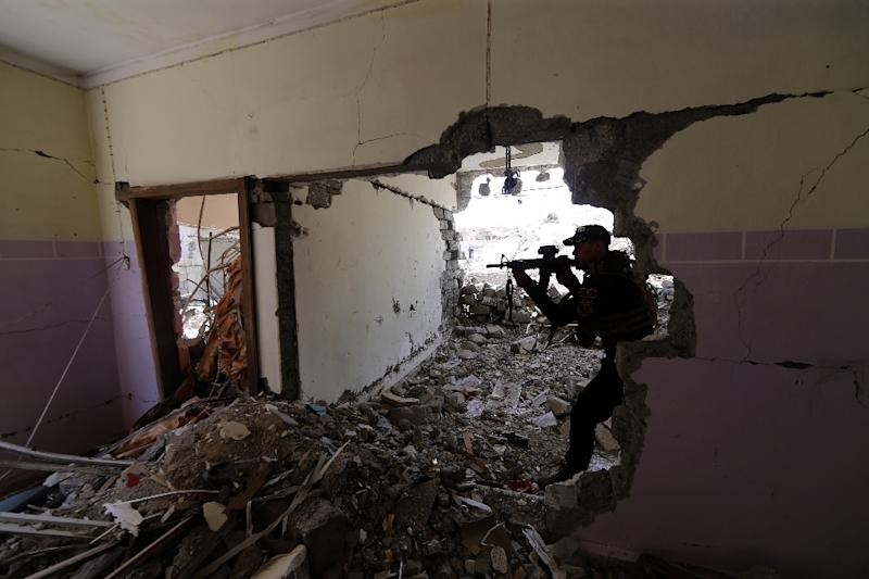 A member of the Iraqi forces guards a position in Mosul's western Al-Saha neighbourhood during their ongoing battle to retake the area from Islamic State group fighters on May 28, 2017