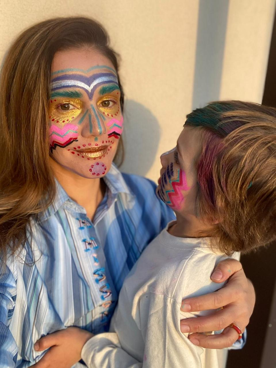 "<div class=""caption""> Missoni face-painting with her kids. </div>"