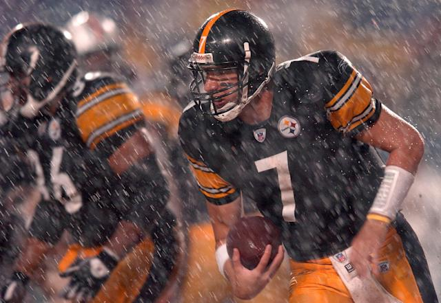 <p>The Miami Dolphins' home game against the Pittsburgh Steelers was delayed 7 1/2 hours because Hurricane Jeane hit South Florida. </p>