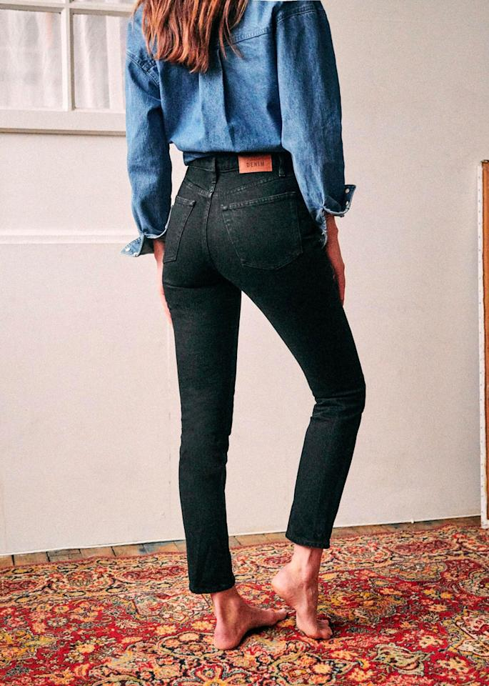 """<p>Prix : 95 euros</p><br/><a target=""""_blank"""" href=""""https://www.sezane.com/fr/product/1201-collection-all-denim/le-brut-sexy"""">Acheter</a>"""