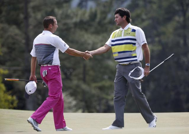 U.S. golfer Bubba Watson (R) shakes hands with playing partner Sergio Garcia of Spain after completing the second round of the Masters golf tournament at the Augusta National Golf Club in Augusta, Georgia April 11, 2014. REUTERS/Mike Segar (UNITED STATES - Tags: SPORT GOLF)