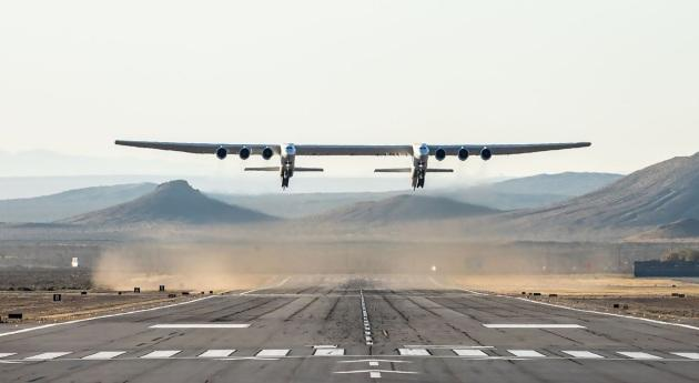 Le Stratolaunch, plus grand avion au monde, a accompli son premier vol