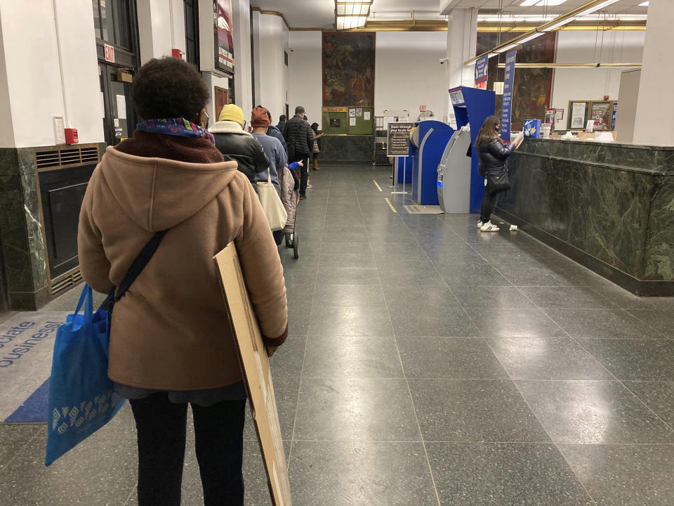 Long lines form at the post office during the holiday season and the coronavirus pandemic. The post office has been stretched to capacity to keep service timely. (STRF/STAR MAX/IPx 2020)