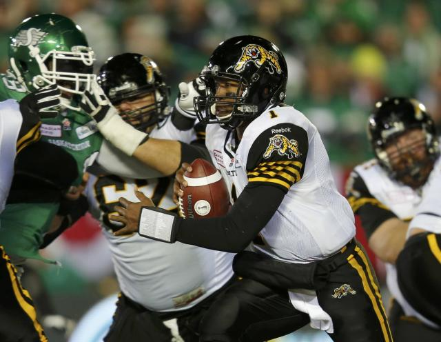 Hamilton Tiger-Cats quarterback Henry Burris (1) scrambles out of the pocket during play against the Saskatchewan Roughriders in the second half of the CFL's 101st Grey Cup championship football game in Regina, Saskatchewan November 24, 2013. REUTERS/Todd Korol (CANADA - Tags: SPORT FOOTBALL)