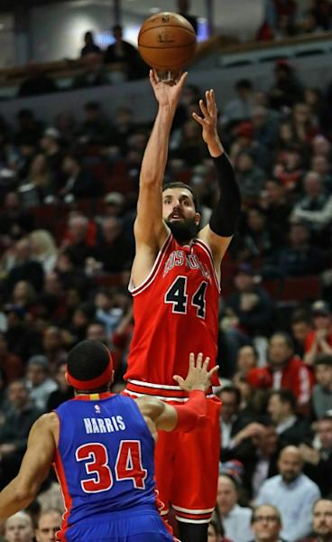 Nikola Mirotic scored 22 points as the Chicago Bulls beat the Philadelphia 76ers 102-90 to boost their playoff prospects