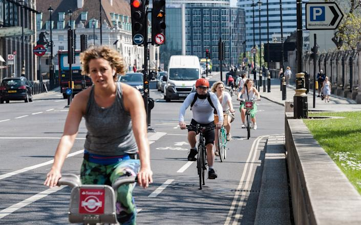 Cyclists, Westminster - Barcroft Media