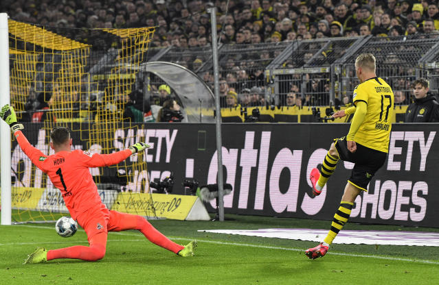 Dortmund's Erling Haaland, right, scores his side's 5th goal against Cologne's goalkeeper Timo Horn, left, during the German Bundesliga soccer match between Borussia Dortmund and 1. FC Cologne in Dortmund, Germany, Friday, Jan. 24, 2020. (AP Photo/Martin Meissner)