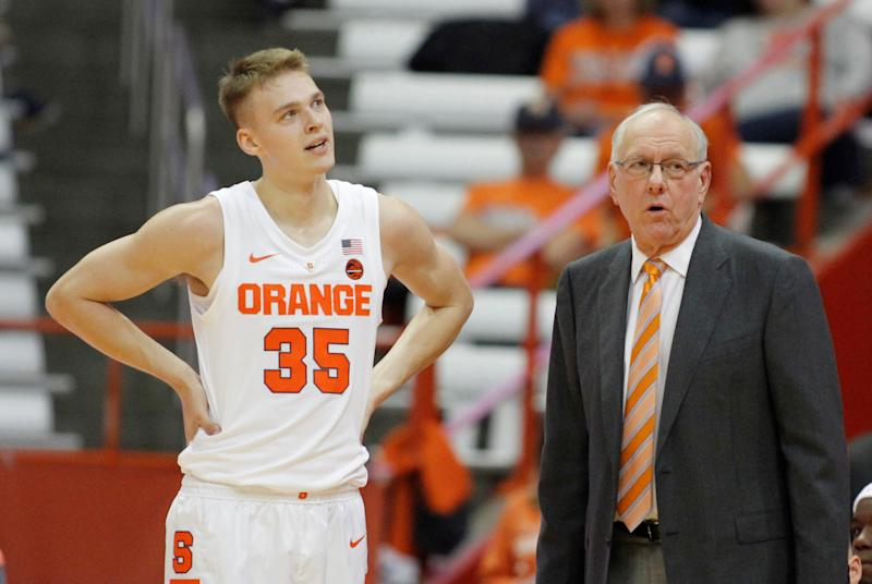 Syracase Basketball Jim Boeheim S Son Has Name Misspelled On Jersey