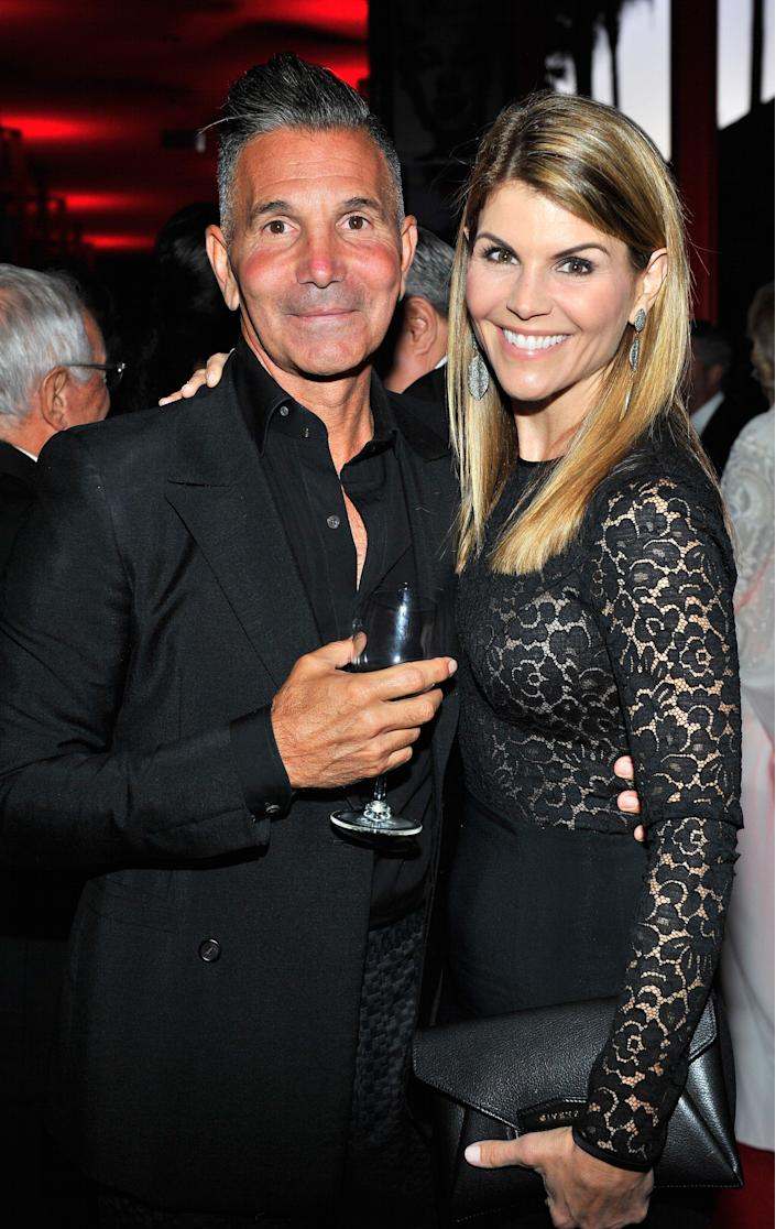Lori Loughlin Files Motion to Dismiss Her Case