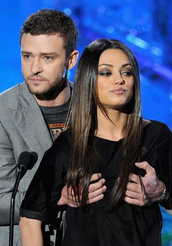 "<p>Woah! Justin Timberlake proved just how ""plutonic"" his relationship with 'Friends with Benefits' co-star Mila Kunis, by announcing the next award with his hands firmly planted on her breasts. Nice one, JT.</p>"