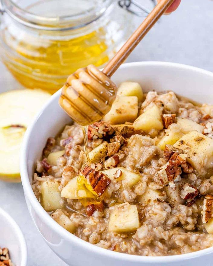 """<p>This quick and healthy breakfast will help make mornings easier. Plus, everyone in the family will love the sweet combination of apples, honey, and cinnamon. </p><p><strong>Get the recipe at <a href=""""https://healthyfitnessmeals.com/apple-cinnamon-oatmeal/#recipe"""" rel=""""nofollow noopener"""" target=""""_blank"""" data-ylk=""""slk:Healthy Fitness Meals"""" class=""""link rapid-noclick-resp"""">Healthy Fitness Meals</a>.</strong></p><p><strong><a class=""""link rapid-noclick-resp"""" href=""""https://go.redirectingat.com?id=74968X1596630&url=https%3A%2F%2Fwww.walmart.com%2Fsearch%2F%3Fquery%3Dpioneer%2Bwoman%2Bbowls&sref=https%3A%2F%2Fwww.thepioneerwoman.com%2Ffood-cooking%2Fmeals-menus%2Fg37145681%2Feasy-apple-recipes%2F"""" rel=""""nofollow noopener"""" target=""""_blank"""" data-ylk=""""slk:SHOP BOWLS"""">SHOP BOWLS</a><br></strong></p>"""
