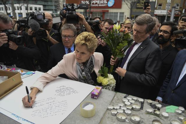 <p>Premier of Ontario Kathleen Wynne and Toronto Mayor John Tory visit a memorial, Tuesday, April 24, 2018 in Toronto., the day after a driver drove a van down sidewalks, striking and killing numerous pedestrians in his path. (Photo: Galit Rodan/The Canadian Press via AP) </p>