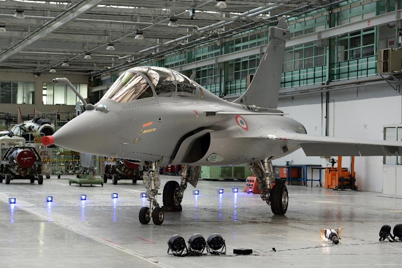 A French made Dassault Rafale jet fighter in an assembly hangar, on March 4, 2015, in Merignac, southwestern France (AFP Photo/Jean-Pierre Muller)