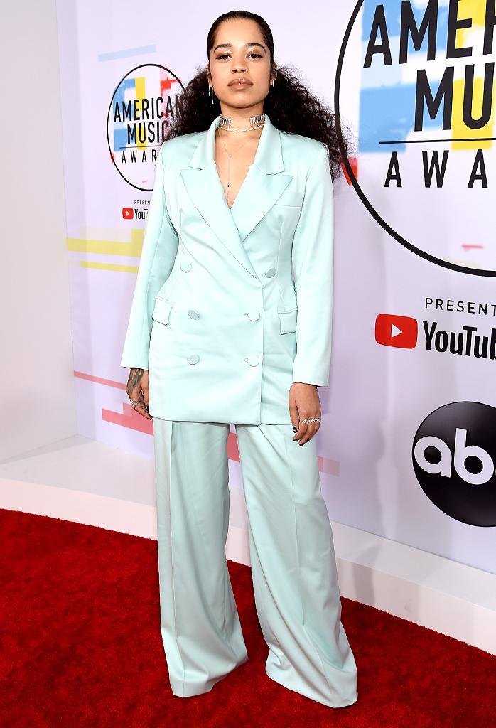 <p>Ella Mai attends the 2018 American Music Awards at Microsoft Theater on Oct. 9, 2018, in Los Angeles. (Photo: Kevork Djansezian/Getty Images For dcp) </p>