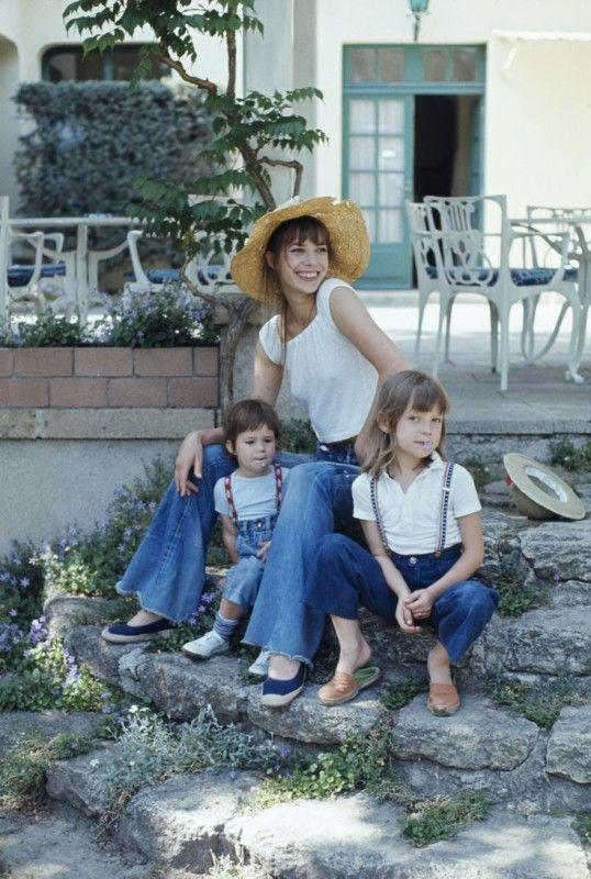 <p>Charlotte poses with her mom Jane Birkin and half-sister Kate Barry. The trio match in white tops and denim bottoms.</p>