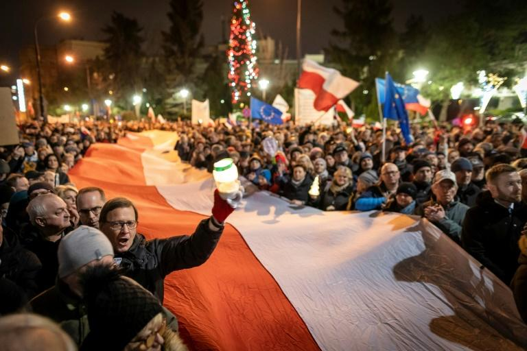 Thousands of people took to the streets in Warsaw and outside courts in dozens of other towns (AFP Photo/Wojtek RADWANSKI)